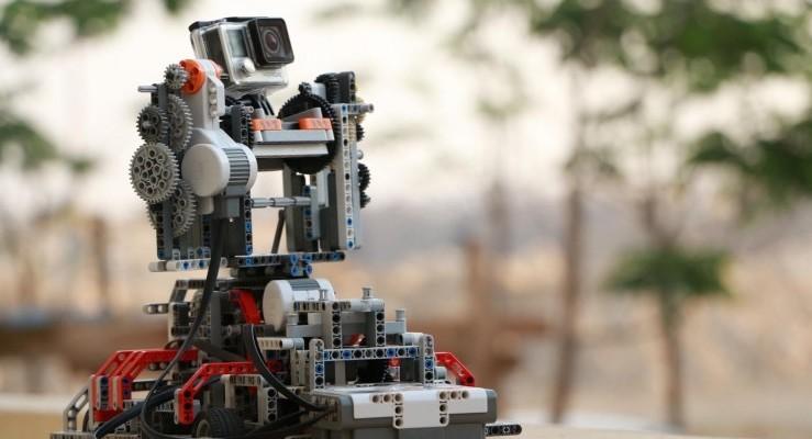 レゴで作られた、GoPro用3軸モーションコントロールシステムが凄い。