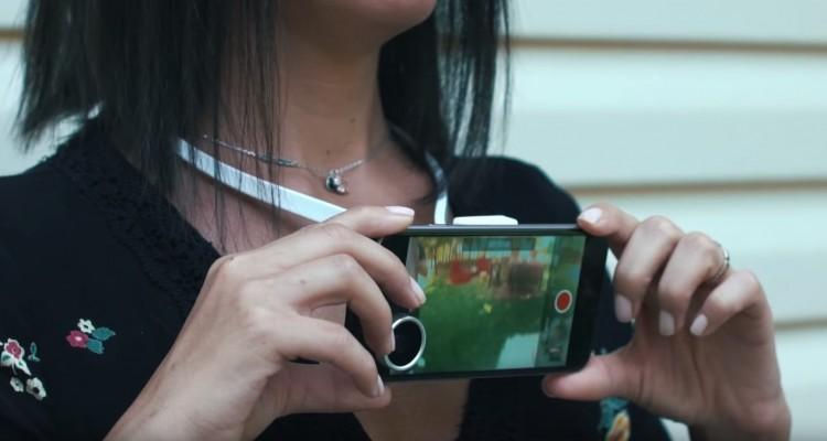 首元にiPhoneを着けて、両手を自由に撮影。Edelkroneの「Povie」