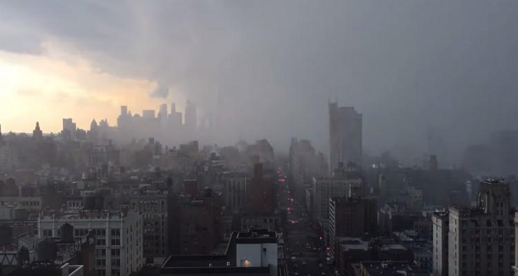 ニューヨークで起きた集中豪雨を収めたタイムラプス動画。雲が一気に押し寄せ、大雨に。