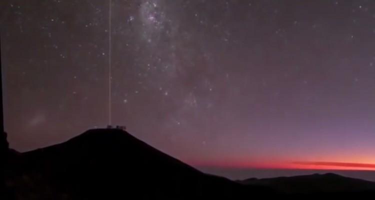 夜空に合わせて大地が動く。変わった視点の星空タイムラプス。