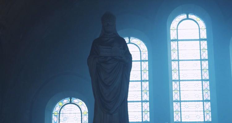 美しきビザンティン建築の教会を、ドローンで撮影した映像。