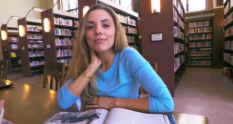図書館を縫うように飛び回る。GoPro製ドローン「Karma」のティザー映像。