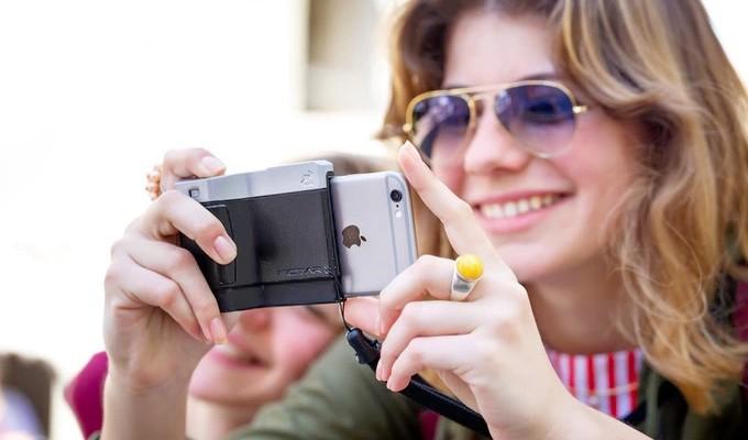 iPhoneに装着して、快適な撮影を実現するカメラグリップ「PICTAR」
