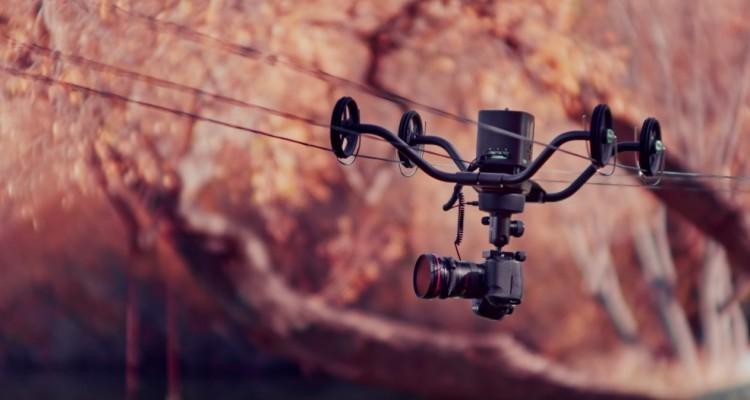 ワイヤー上を移動させ、滑らかな撮影を可能にするケーブルカムシステム「Syrp Slingshot」