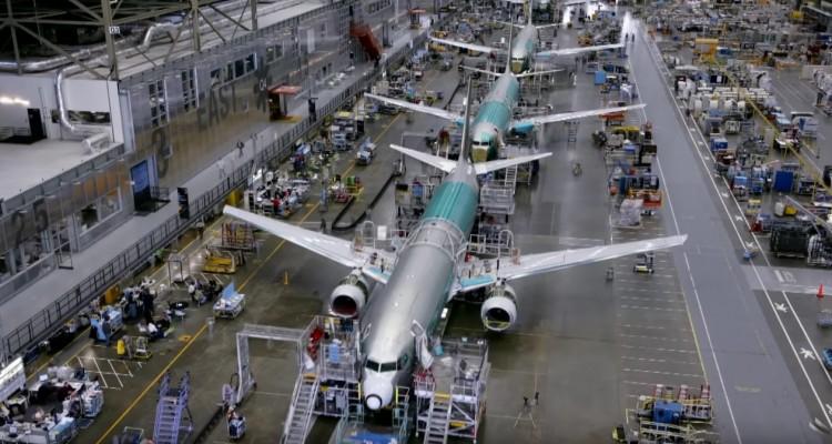 こんな鉄の塊が空を飛ぶとは・・・ボーイング737型機が組み立てられる様子を収めた動画。