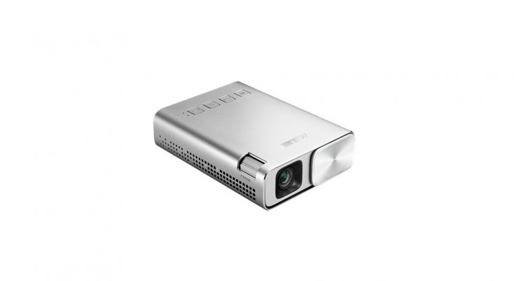 どこでも映画やYoutubeが大画面で見られる!手のひらサイズのコンパクトなプロジェクター「ASUS ZenBeam E1」!