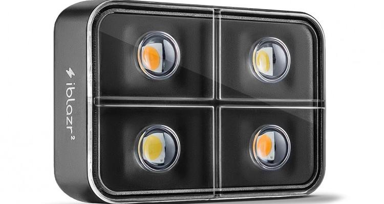 スマホ標準のLEDとは別格の高品質フラッシュ!スマートフォン向け汎用LED照明「iblazr 2」が凄い!