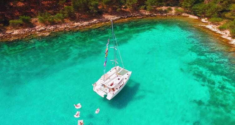 ドローン「DJI Phantom 3」で空撮された美しいクロアチアの海。