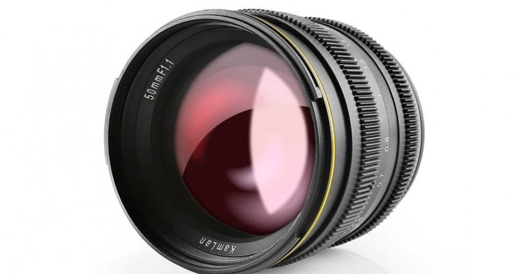 1.8万円!SainsonicからAPS-C用のレンズ「Kamlan 50mm f1.1」が登場!
