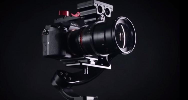 アクセサリーシューに取り付けて重心安定!Filmpowerの電動フォローフォーカス「Nebula Focus」!