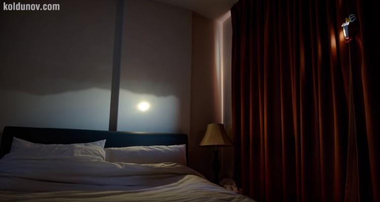 ピンホールカメラの原理。トイレットペーパーの芯で部屋に風景を写す
