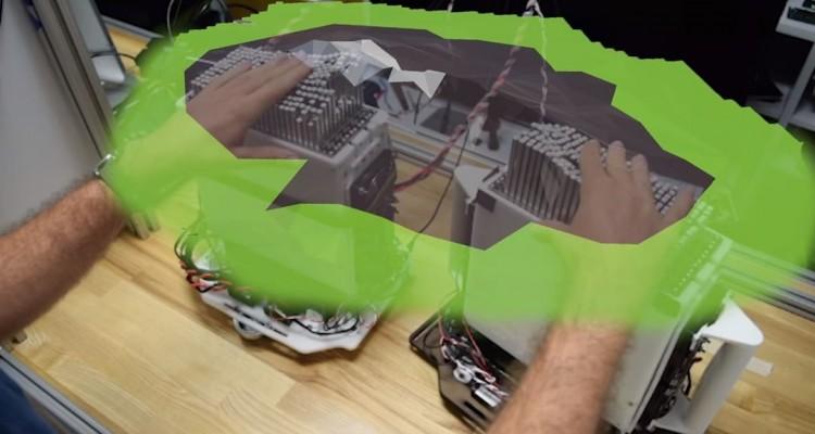 棒状のパーツが上下。VR上の物体を触れる装置「shapeShift」