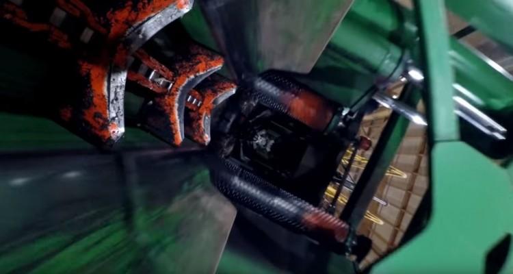 運ばれ、切られる木材。加工工場で木材にカメラを取り付けてみた動画!