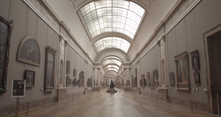 一人だけでルーブル美術館を楽しむ。映像作品「Path of Beauty」
