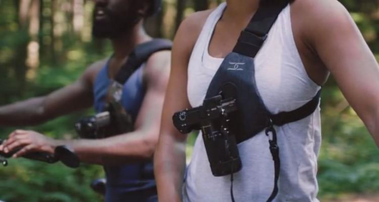 胸の部分にカメラを固定!Cotton Carrierのキャリングシステム「SKOUT」!